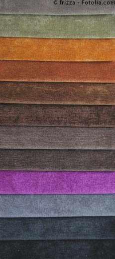 verschiedene Farben und Materialien bieten eine große Auswahl an Bademänteln für Herren